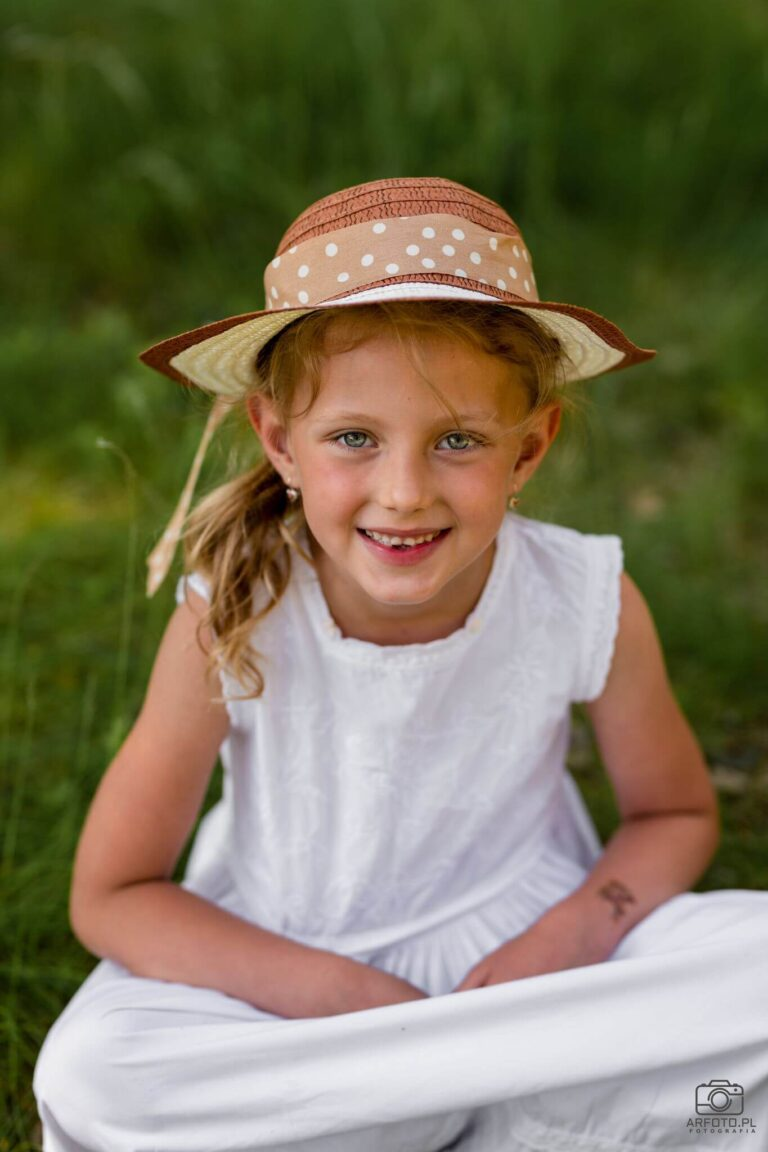 portret dzieciecy w plenerze